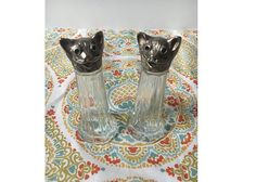 Check out this item in my Etsy shop https://www.etsy.com/listing/520946389/vintage-salt-and-pepper-shakers-cat-salt