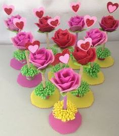 Discover recipes, home ideas, style inspiration and other ideas to try. Kids Crafts, Foam Crafts, Fabric Crafts, Diy And Crafts, Paper Crafts, Giant Paper Flowers, Felt Flowers, March Crafts, Ribbon Sculpture