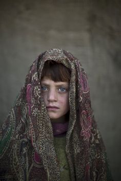 These beautiful images show the faces of refugee Afghan children living in slums on the outskirts of Islamabad, Pakistan. We Are The World, People Of The World, Fotojournalismus, Ways Of Seeing, Slums, Photojournalism, Beautiful Children, Afghanistan, Fine Art Photography