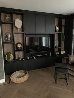 Living Room Built Ins, Living Room Wall Units, Living Room Modern, Interior Design Living Room, Built In Wall Units, Black Interior Design, Style Deco, House Inside, Luxury Home Decor