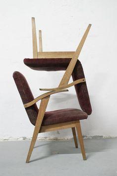 Fotel typ 300-123 Var zaprojektowany przez Mieczysława Puchałę. Egzemplarz ''damski''. Prod. Bystrzyckie Zakłady Meblowe. lata 50/60.