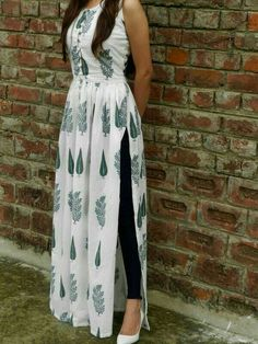 Shop online White and green block printed cape Block print malmal maxi in twin block print fully lined Kurta Designs Women, Kurti Neck Designs, Kurti Designs Party Wear, Latest Kurti Designs, Simple Kurti Designs, Salwar Designs, Indian Designer Outfits, Indian Outfits, Designer Dresses