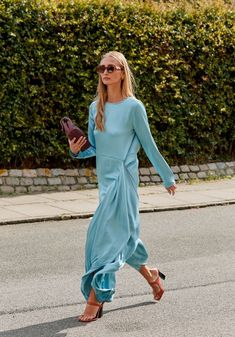 Blazers Were a Street Style Favorite at Copenhagen Fashion Week - Fashionista Printemps Street Style, Spring Street Style, Street Style Looks, Looks Style, Style Summer, Foto Fashion, Fashion 2020, Girl Fashion, Fashion Outfits