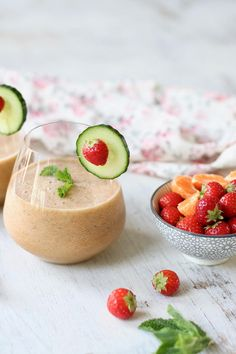 REFRESHING STRAWBERRY & PINEAPPLE MINT SMOOTHIE » super hydrating + coconut water + oranges {vegan, plant-based, gluten free}