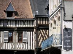 Bernay - Façades à pans de bois de la vieille ville