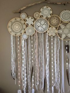 Discover thousands of images about Crochet Doily Dream Catchers-Inspiration Mandala Mural, Los Dreamcatchers, Fun Crafts, Diy And Crafts, Doily Dream Catchers, Doily Art, Crochet Dreamcatcher, Affordable Home Decor, String Art