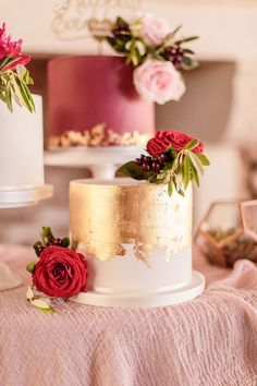 Exhilarating Your Wedding Cakes Ideas - Gold Wedding Cakes Plum Burgundy Red Cakes Metallic Floral Silk Table Cloth Pink Leaf Marsala Gold - Ruby Wedding Cake, Beautiful Wedding Cakes, Beautiful Cakes, Marsala And Gold Wedding, Wedding Gold, One Tier Cake, Wedding Anniversary Cakes, Anniversary Cake Designs, Ruby Anniversary