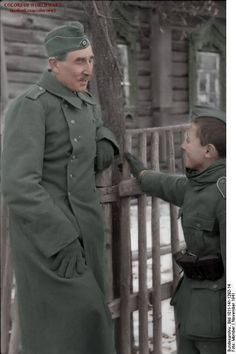 A old and a young soldier having a conversation