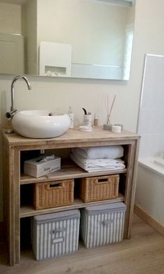 On this occasion we will do the same, but for the bathroom. Designing a bathroom is not… Diy Interior, Interior Decorating, Industrial Bathroom, Rustic Bathrooms, Attic Bathroom, Bathroom Fixtures, Baño Color Beige, Barn Wood Crafts, Downstairs Toilet