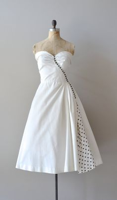 1950s dress This is beautiful... Would look amazing in different colors