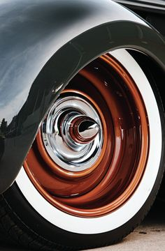 A 1937 Packard enthusiast found this business coupe sitting in a Colorado scrap yard a few years ago, and brought it to Jay Gruba who made it into a true beauty Custom Wheels, Custom Cars, Kombi Clipper, Cafe Concept, Rims For Cars, Steel Wheels, Wheels And Tires, Ford, Vintage Cars