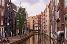 A guide to sustainable travel in Amsterdam: including eco hotels in Amsterdam, things to do and how to escape the crowds in this beautiful city! Amsterdam Houses, Amsterdam Canals, Visit Amsterdam, Amsterdam Netherlands, Architecture Amsterdam, Building Architecture, Places In Europe, Tourism, Street View