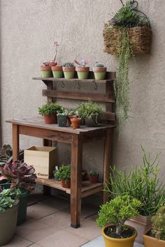 this potting bench was found in an alley, I want to try making one.