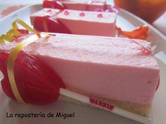 Sin duda una tarta muy especial esta que os presento hoy, desde el primer momento en que la vi en el fantástico blog Kanela y Limón , sabía que la iba a