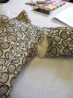 elizabethan jacket; bath museum of fashion; late 16th cent.; plain linen gusset