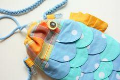 Cute Fish Handbag for Kids. DIY Tutorial in Pictures. Diy Backpack, Diy Tote Bag, Bag Patterns To Sew, Sewing Patterns Free, Sewing For Kids, Diy For Kids, Mermaid Purse, Handbags For School, Kids Purse
