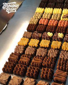 Brownie Toppings, Brownie Recipes, Mini Brownies, Blondie Brownies, Chocolate Brownies, Brownie Packaging, Cake Packaging, Mini Cakes, Brownie Pizza