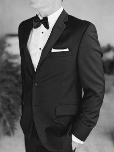 Photography: Lane Dittoe - lanedittoe.com  Read More: http://www.stylemepretty.com/2015/03/30/fall-palm-springs-estate-wedding/