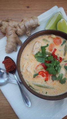 Nautiskellen: Kana-kookoskeitto Thai Red Curry, Soups, Ethnic Recipes, Food, Eten, Soup, Meals, Chowder, Diet