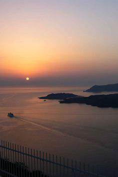 Imerovigli sunset, Santorini, Greece Ikaria Greece, Santorini Greece, Beautiful Places, Beautiful Moments, Greek Islands, Day Trip, Wonders Of The World, Night Life, Landscape Photography