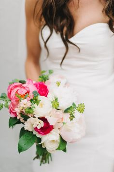 Vivacious blooms: http://www.stylemepretty.com/2014/12/19/industrial-chic-philadelphia-wedding/ | Photography: M2 - http://m2-photography.net/