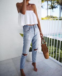 Summer outfit ideas, ruffle top, white top, knee hole jeans, wicker bag, summer 2017 trends