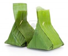 Dessert thaï, riz gluant cuit à la vapeur avec une crème anglaise, enveloppé dans des feuilles de bananier Banque d'images - 14456495