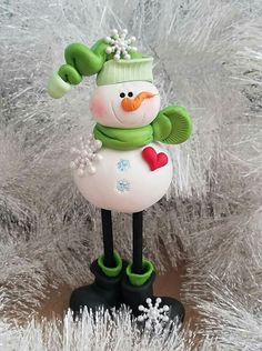 Clay Christmas Decorations, Christmas Cake Topper, Polymer Clay Christmas, Christmas Projects, Holiday Crafts, Christmas Ornaments, Xmas, Polymer Clay Ornaments, Fimo Clay