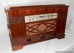 Truetone Table Radio (1942)