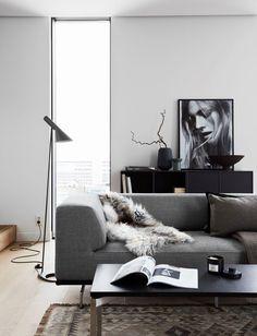 Dansk design i betagende svensk lejlighed