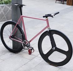 Minimal ✖️ track cycle fixed gear bike Bici Fixed, Bicycle Painting, Fixed Gear Bicycle, Bike Photography, Urban Bike, Speed Bike, Mtb Bike, Bicycle Design, Vintage Bicycles