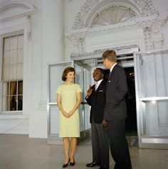 http://en.wikipedia.org/wiki/Jacqueline_Kennedy_Onassis  Great .....Jackie Kennedy wearing no jewelry, not even her wedding ring, during a luncheon with the President of Senegal.