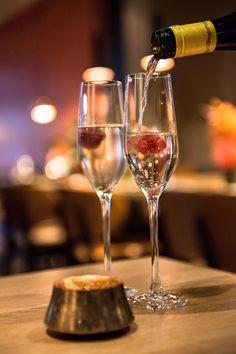 Hendrick's Gin, Amsterdam, Flute, White Wine, Restaurant, Steak, Alcoholic Drinks, Champagne, Tableware