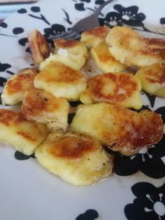 Keto Gnocchi Oh pasta. You are a 5 letter word of which anyone eating a ketogenic or low carb diet cringes at. Not because you're something we don't enjoy, but rather because you taste delicious and… Ketogenic Recipes, Low Carb Recipes, Diet Recipes, Cooking Recipes, Ketogenic Diet, Soup Recipes, Ketos Diet, Pescatarian Recipes, Recipes Dinner