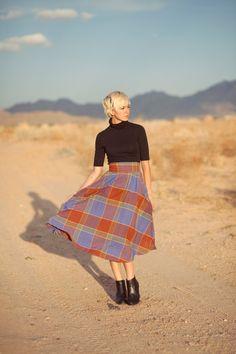 I wouldn't wear this, but I appreciate it quite a lot. Tartan Fashion, Boho Fashion, Vintage Fashion, Tartan Mode, Tartan Plaid, Scottish Plaid, Desert Fashion, Holy Chic, Printed Skirts
