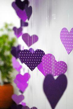 Aniversário de menina   De.Cuore. Cortina de corações para o painel de fundo desse aniversário de menina em casa. Festa de um ano lilás e roxa.
