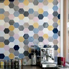 Fliser, tæpper og weekenddrømme - The Sweet Spot Paint Chips, Kitchen Backsplash, Home Kitchens, Living Spaces, Dahl, Tiles, Flooring, Sweet, Christians