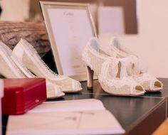 Os sapatos de Aline Almeida Prado são todos feitos à mão. Veja mais: http://yeswedding.com.br/pt/antena-yes/post/-yes-wedding-day