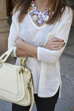 Collar: Cécile Bertrand  http://diario-de-estilo.blogs.elle.es/2013/01/18/cecile-bertrand-joyeria-textil/