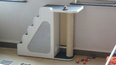 Zelfgemaakte kattentrappaal dat scratching post and stairs too. #cats