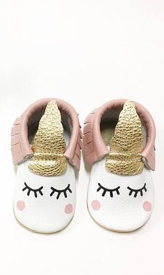 birthday party ideas for girls Cute Baby Girl, Cute Babies, Baby Girl Fashion, Kids Fashion, Baby Kids Clothes, Unicorn Baby Clothes, 1st Birthday Party For Girls, Unicorn Baby Shower, Baby Moccasins