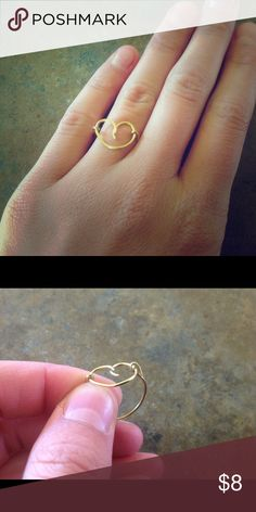 🚨LAST CHANCE🚨🚨🚨🚨🚨🚨🚨🚨🚨🚨🚨🚨🚨🚨🚨🚨🚨🚨 Meddle have art ring. Gold colored. Hardly worn. Jewelry Rings