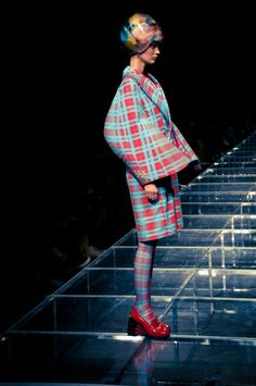 WHEN PHOTOSHOP TOOLS ARE USED ON REAL FASHION. ANREALAGE AT TOKYO FASHION WEEK 2012-13 AW.