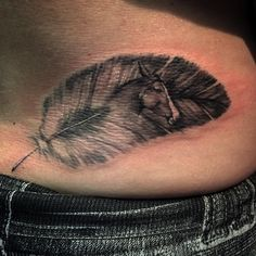 32 vind-ik-leuks, 2 reacties - Jen Umlauf (@jenumlauf86) op Instagram: 'Feather with her horse within. #timelesstattoos #empireinks @timelesstattoos @empireinks #feather…'