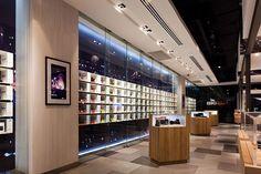 Big camera store by whitespace, bangkok store design sound s Shop Justice, Pharmacy Design, Retail Design, Shop Front Design, Store Design, Electronics Projects, Visual Merchandising, Small World, Bangkok