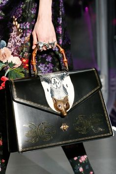 See all the accessories, jewelry, shoes, purses, and more detail photos from the Gucci Fall 2017 Menswear fashion show. Gucci Handbags, Louis Vuitton Handbags, Tote Handbags, Leather Handbags, 2017 Handbags, Designer Handbags, Handbags Online, My Bags, Purses And Bags