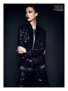 Karlie Kloss in Forum photographed by Henrique Gendre for Vogue Brazil, July 2014.