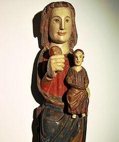 La talla de la Virgen del Pueyo de Acumuer se deja ver en el Museo Diocesano de Jaca Madonna, Mystique, Medieval Art, Romanesque, Art Techniques, Virgo, Statues, Buddha, Gothic