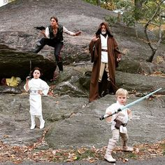 Neil Patrick Harris and David Burtka as Han Solo and Obi-Wan Kenobi (with Harper as Princess Leia and Gideon as Luke Skywalker) - The Best Celebrity Couples Costumes to Copy this Halloween - Photos Celebrity Couple Costumes, Best Celebrity Halloween Costumes, Celebrity Kids, Halloween Photos, Halloween 2015, Halloween Ideas, Halloween Tricks, Halloween Projects, Halloween Pumpkins