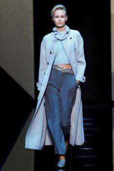 Giorgio Armani Fall 2017 Menswear Fashion Show Collection Winter Fashion 2016, Winter Fashion Outfits, Fashion Wear, Fashion Pants, Fashion 2017, Fashion Show, Autumn Fashion, Womens Fashion, Fashion Trends
